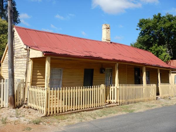Dieses alte Haus wäre zu verkaufen!