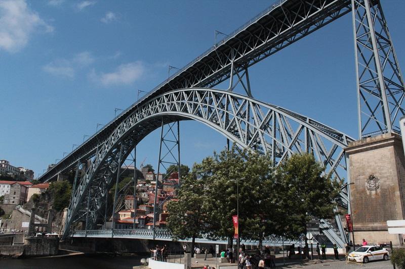 Die beeindruckende Brücke über den Douro.