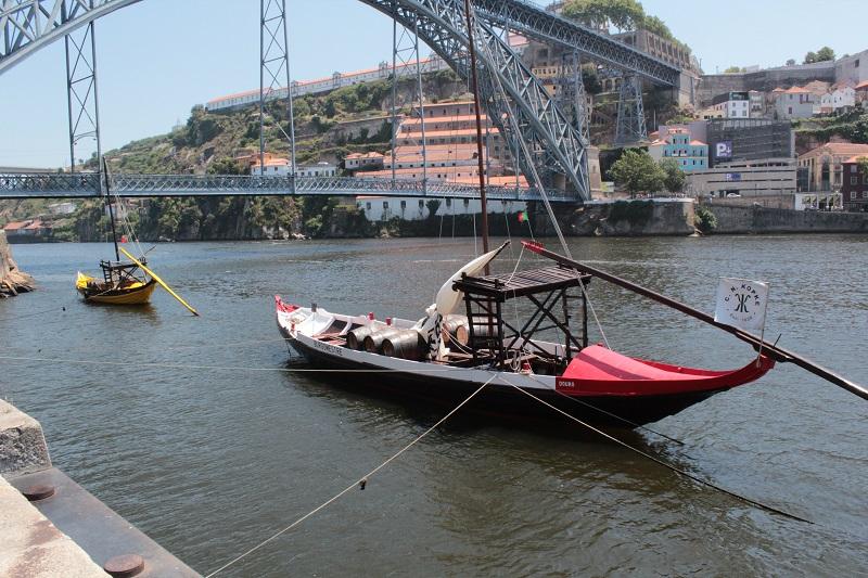 Mit solchen Barken wurde früher der Portwein transportiert.