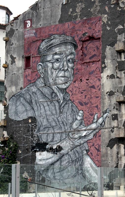 Ein beeindruckendes Bild an einer Häuserfassade.