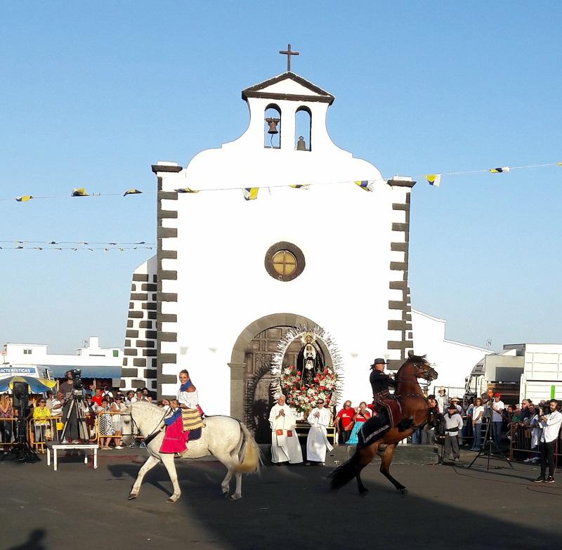 Reiter ehren die Virgen del los Dolores.