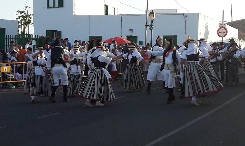 Eine der vielen Tanzgruppen.